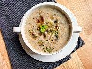 Крем супа от картофи, чесън, праз, гъби манатарки и запръжка от брашно без мляко